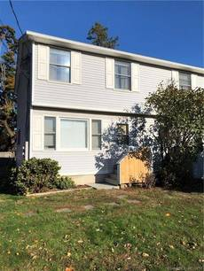 Condo Home For Rent in Norwalk CT 06855.  townhouse near beach side waterfront.
