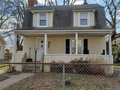 Short Sale: Single Family Home Sold in Norwalk CT 06855. Old colonial house near waterfront with 2 car garage.