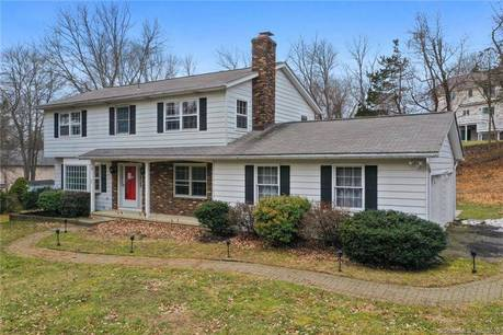 Foreclosure: Single Family Home Sold in Danbury CT 06811. Colonial house near waterfront with swimming pool and 2 car garage.
