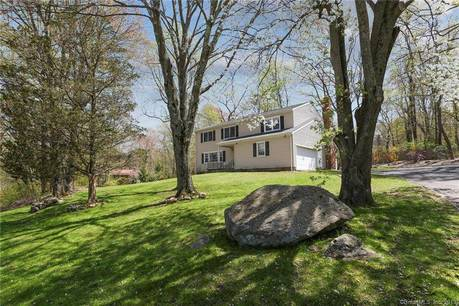 Single Family Home Sold in Danbury CT 06810. Colonial house near waterfront with 2 car garage.