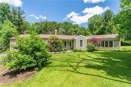 Single Family Home Sold in Newtown CT 06482. Ranch house near waterfront with 1 car garage.