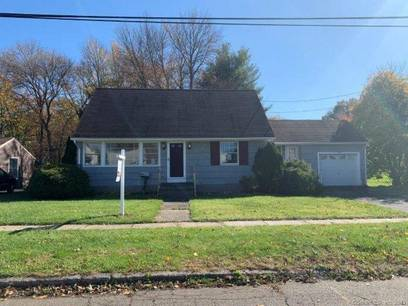 Foreclosure: Single Family Home Sold in Stratford CT 06614.  cape cod house near waterfront with 1 car garage.