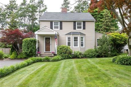 Single Family Home Sold in Stratford CT 06614. Old colonial house near waterfront.