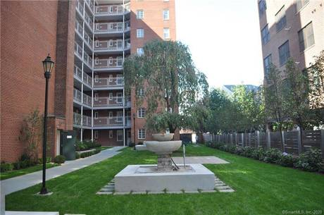 Condo Home Sold in Stamford CT 06901. Ranch house near waterfront with 1 car garage.