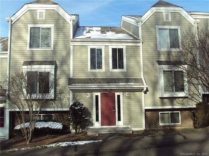 Condo Home For Sale in Norwalk CT 06851. Ranch house near beach side waterfront with swimming pool.