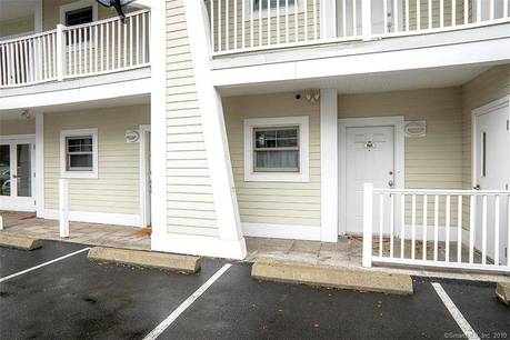 Condo Home Sold in Norwalk CT 06855. Ranch house near beach side waterfront with 2 car garage.