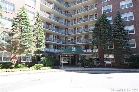 Condo Home Sold in Stamford CT 06902.  house near waterfront with swimming pool.