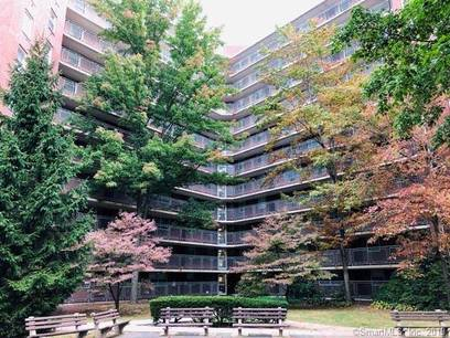 Foreclosure: Condo Home Sold in Stamford CT 06902.  house near waterfront with 1 car garage.
