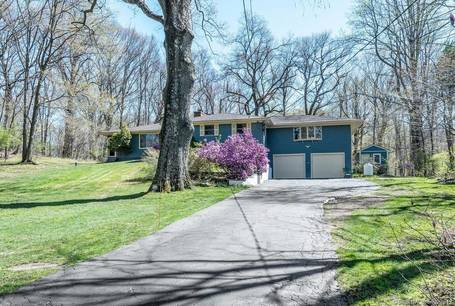 Single Family Home Sold in Monroe CT 06468. Ranch house near waterfront with 2 car garage.