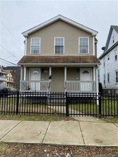 Single Family Home Sold in Bridgeport CT 06608. Colonial house near waterfront with 1 car garage.