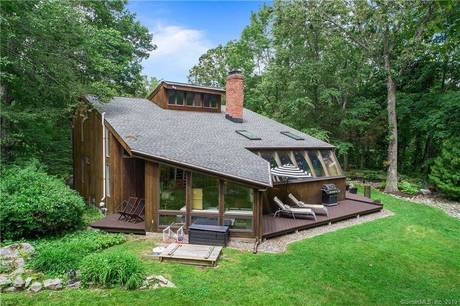 Single Family Home Sold in Easton CT 06612. Contemporary house near waterfront with 2 car garage.