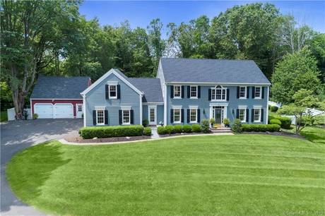 Single Family Home Sold in Ridgefield CT 06877. Colonial house near waterfront with 5 car garage.