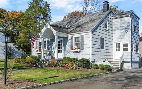 Single Family Home Sold in Fairfield CT 06824. Colonial cape cod house near beach side waterfront.