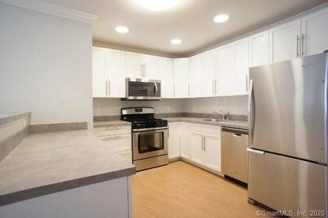 Condo Home For Rent in Norwalk CT 06850. Ranch house near beach side waterfront with 2 car garage.