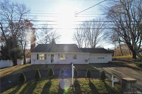Single Family Home For Sale in Stratford CT 06614.  house near waterfront with 2 car garage.