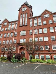 Condo Home For Sale in Bridgeport CT 06606. Ranch house near waterfront.