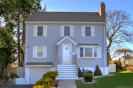 Single Family Home Sold in Fairfield CT 06824. Contemporary, colonial house near beach side waterfront with 1 car garage.