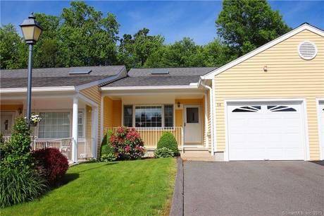 Condo Home Sold in Monroe CT 06468. Ranch house near waterfront with 1 car garage.