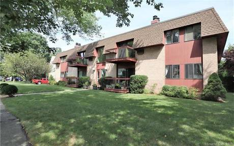 Condo Home For Sale in Stamford CT 06906. Ranch house near waterfront with swimming pool and 1 car garage.