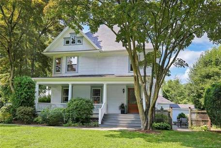 Single Family Home Sold in New Canaan CT 06840. Old colonial house near waterfront.