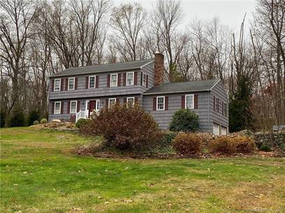 Single Family Home For Rent in Newtown CT 06482. Colonial house near waterfront with 2 car garage.