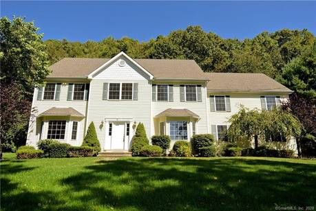 Foreclosure: Single Family Home Sold in Shelton CT 06484. Colonial house near waterfront with 2 car garage.