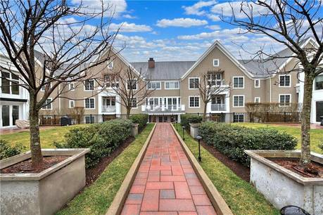 Condo Home For Sale in Stamford CT 06902.  house near waterfront with swimming pool and 2 car garage.