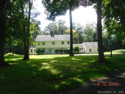 Foreclosure: Single Family Home Sold in Fairfield CT 06824. Colonial house near beach side waterfront with 2 car garage.