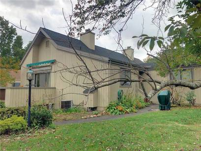 Condo Home For Sale in Stratford CT 06614. Ranch house near beach side waterfront with swimming pool and 1 car garage.