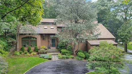 Single Family Home Sold in Stamford CT 06903. Contemporary house near waterfront with 3 car garage.
