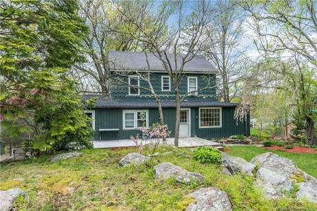 Multi Family Home Sold in Trumbull CT 06611.  house near waterfront.