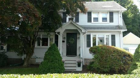 Single Family Home Sold in Norwalk CT 06851. Colonial house near beach side waterfront with 1 car garage.