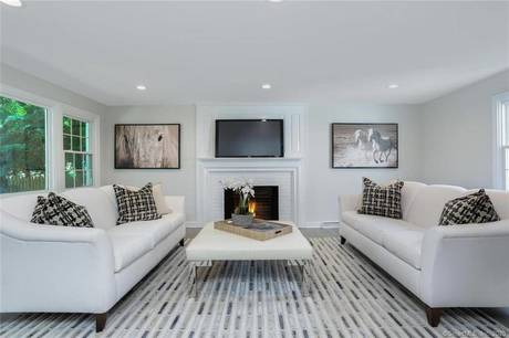 Condo Home Sold in New Canaan CT 06840.  house near waterfront with 1 car garage.