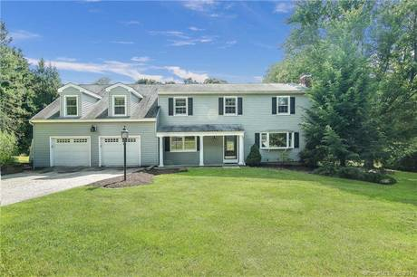 Single Family Home For Sale in Bethel CT 06801. Colonial house near waterfront with swimming pool and 2 car garage.