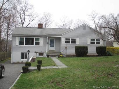 Single Family Home Sold in Norwalk CT 06851. Ranch house near waterfront with swimming pool.