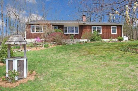 Single Family Home Sold in Newtown CT 06470. Ranch house near waterfront with 3 car garage.