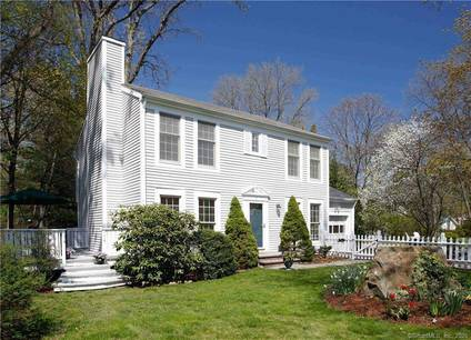 Single Family Home Sold in Norwalk CT 06853. Colonial house near waterfront with 1 car garage.