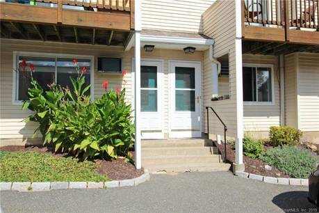 Condo Home Sold in Danbury CT 06811. Ranch house near beach side waterfront with swimming pool.