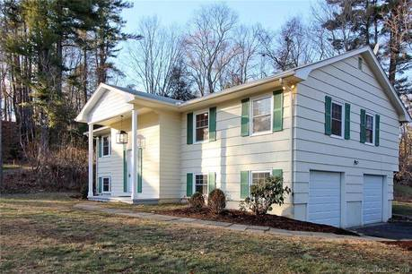 Single Family Home Rented in Westport CT 06880. Ranch house near beach side waterfront with 2 car garage.