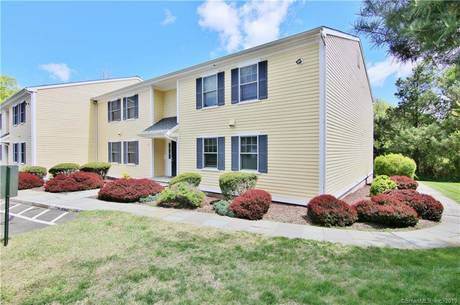 Condo Home Sold in Norwalk CT 06850. Ranch house near beach side waterfront.