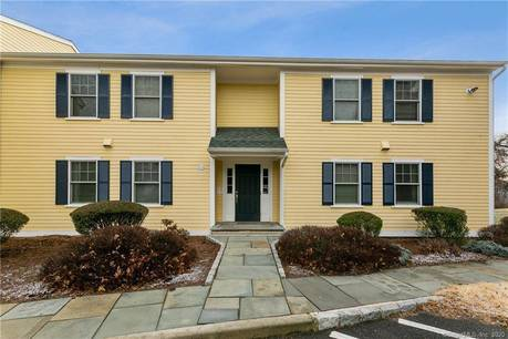 Condo Home For Sale in Norwalk CT 06850. Ranch house near river side waterfront.