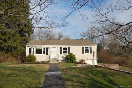 Single Family Home For Rent in Newtown CT 06482. Ranch house near waterfront with 1 car garage.