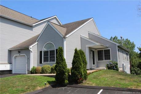 Condo Home Sold in Shelton CT 06484. Ranch house near river side waterfront with swimming pool and 1 car garage.