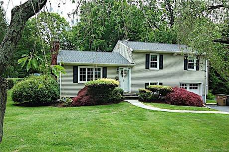 Single Family Home Sold in Stamford CT 06905.  house near waterfront with 1 car garage.
