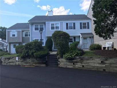 Foreclosure: Condo Home Sold in Danbury CT 06810.  townhouse near waterfront with swimming pool.