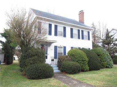 Single Family Home Sold in Bridgeport CT 06604. Old colonial house near beach side waterfront with 1 car garage.