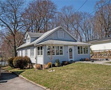 Single Family Home Sold in Stamford CT 06905. Old ranch house near waterfront with 1 car garage.