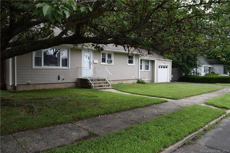 Single Family Home For Sale in Bridgeport CT 06606. Ranch house near waterfront with 1 car garage.