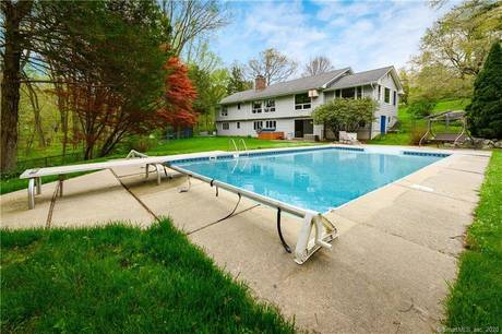 Single Family Home Sold in Stamford CT 06903. Ranch house near waterfront with swimming pool and 2 car garage.