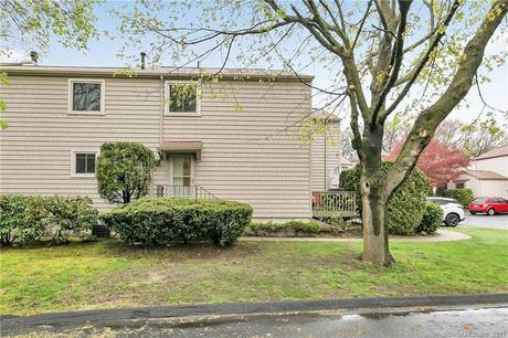 Condo Home Sold in Stratford CT 06614.  townhouse near waterfront with swimming pool.